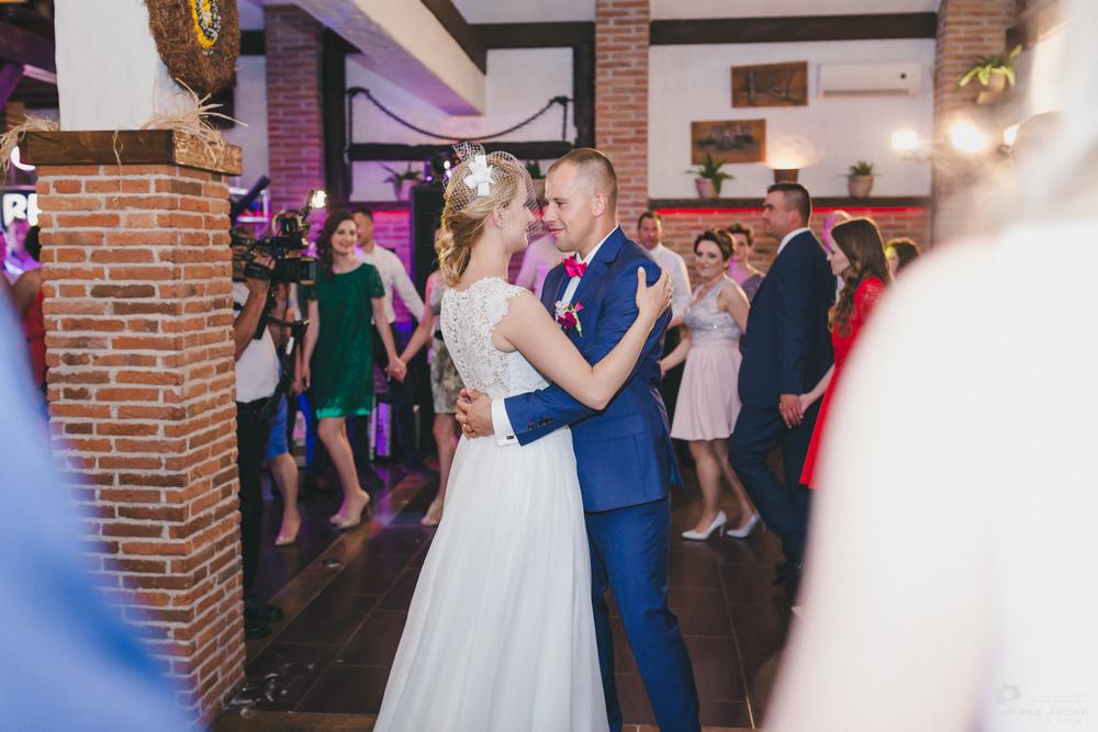 Zdjęcia ślubne Siennica, czyli reportaż ślubny Oli i Konrada. Fotograf ślubny Warszawa i okolice.