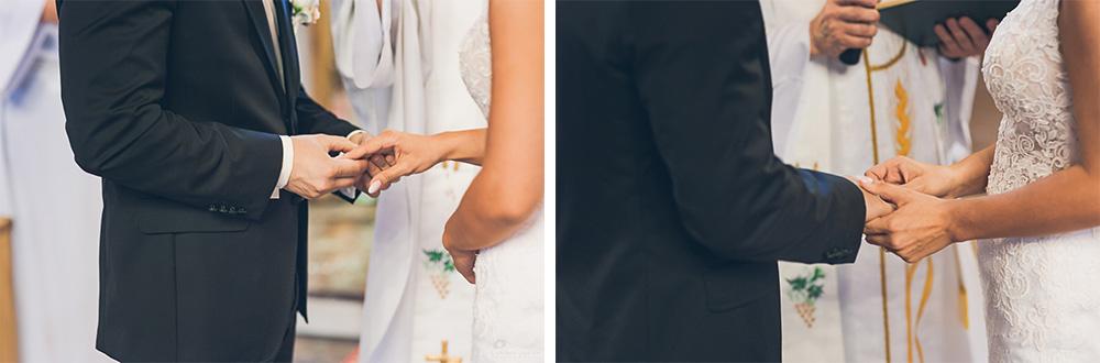 Zakładanie obrączek. Zdjęcia ślubne w Otwocku.