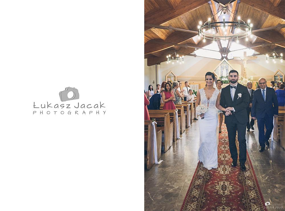 Wyjście z kościoła po ślubie.