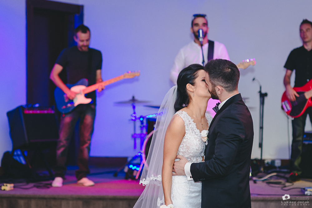 Pocałunek Młodej Pary. Reportaż ślubny Otwock